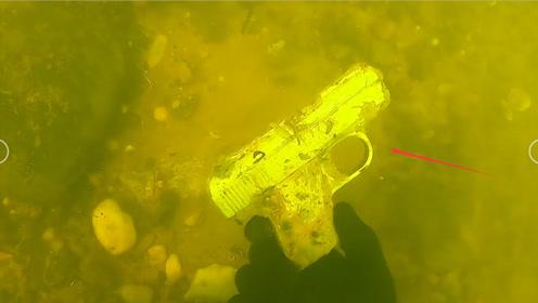 男子水下寻宝,意外获得一件宝物,凑近一看吓傻眼!