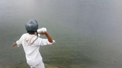 作死老外将1公斤钠扔进河里,转身就跑,3秒后场面完全失控!