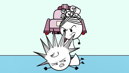 本想给玩具娃娃理发,结果两姐妹却纠缠在了一起,真是淘气!