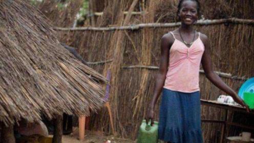 见识一下非洲村长儿子家,当走进去的一瞬间,让人难以想象!