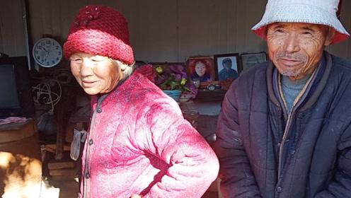 农村76岁老人无儿无女,一年基本不炒菜,看看中午吃的啥饭?
