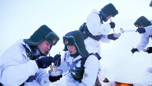 解放军新型斗篷,石墨烯材料加持,边防官兵:再也不怕半夜被冻醒