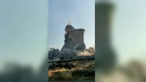 这是我见过最牛的挖机司机,高塔倒下那一刻,果然没让我失望!