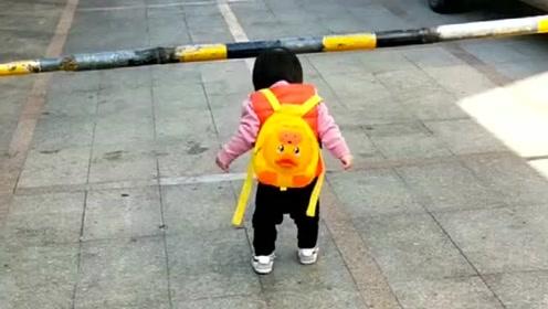 宝宝:都怪自己的海拔太高,早知道会撞杆,就不吃那么多了!