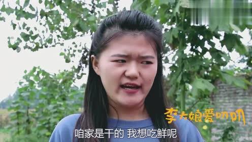 地里花生一连两天被偷,农村大妈把自己化妆成稻草人捉贼,真有才