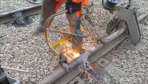 实拍美国人是如何无缝焊接铁轨的,科技强国果然名不虚传