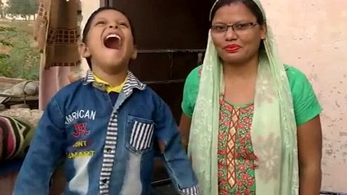 """印度6岁男孩长""""尾巴""""被视为猴神 来访的人络绎不绝"""