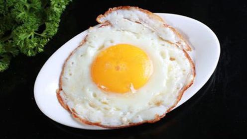 煎鸡蛋时冷油下锅还是热油?分享一个技巧,煎出来的又香又嫩