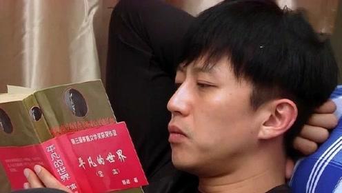 鹿晗陈赫打游戏停不下来,不料一旁的邓超竟然在看书,不愧是学霸!