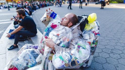 外国男子从不花一分钱,食物都从垃圾桶里翻,结果成了百万富豪!