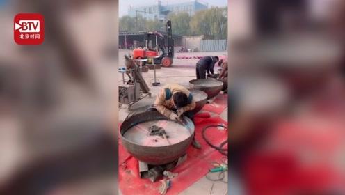 大唐不倒翁道具生意火爆 老板:体重120斤以内的都可以摇