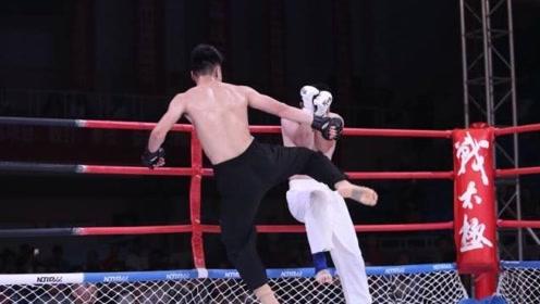 太极拳大师登上擂台,竟惨被自由搏击高手秒杀!
