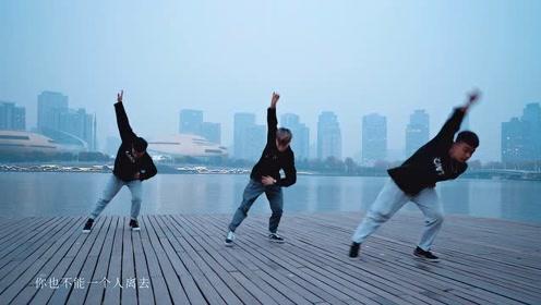 """动人舞绎平凡人生!男团三帅表演温馨家庭舞,倾诉""""我想在平庸的生活中拥抱你"""""""