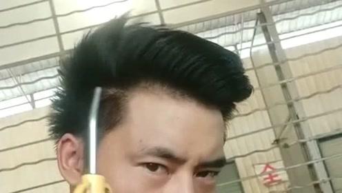 终于知道这发型是怎么吹出来的了,感觉比托尼老师的吹风机还好用!