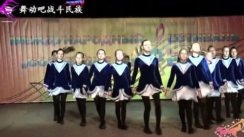 """乌克兰农村小学开联欢会,这""""踢踏舞""""的水平太高了吧"""
