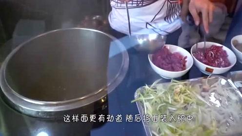 """农村一家人来越南吃播,著名小吃""""大米面条""""一家人吃得真开心!"""