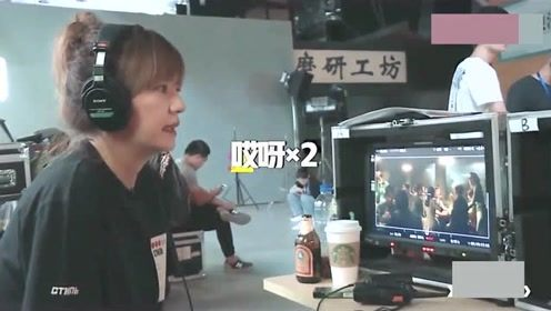 赵薇生气怒摔耳机,直接冲上去批评演员,场面有点吓人!