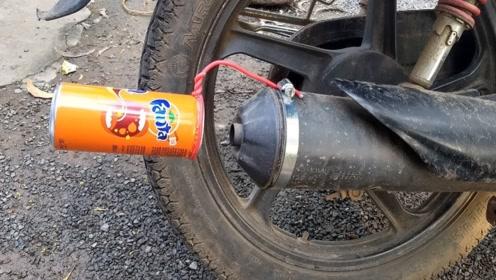 佩服!国外牛人用一个塑料瓶,让破摩托车秒变百万豪车!
