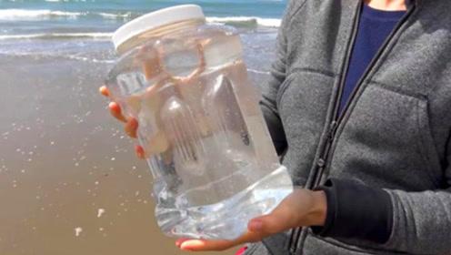 海水里面有多少盐?老外将一桶海水熬干后,结果难以置信!