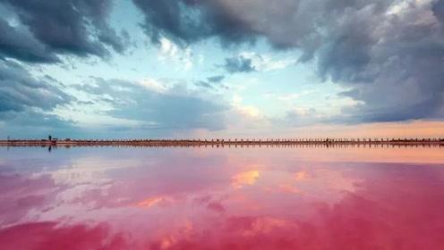 """比茶卡盐湖更梦幻!碰运气才能看到粉色的""""天空之镜"""",网友直呼:我可以!"""