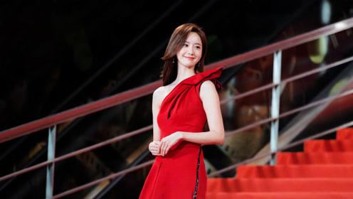 林允儿一袭红裙亮相第四届澳门国际影展闭幕式红毯, 中文讲的真棒!