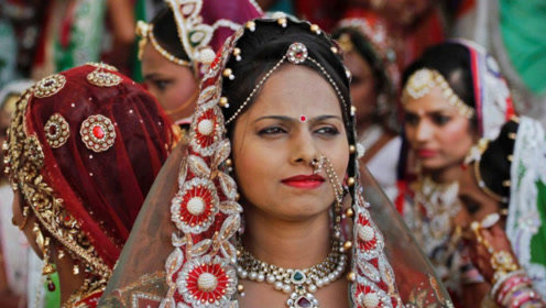 """印度""""寡妇村""""有多牛?上万寡妇聚集在此,为了生活什么都敢做"""
