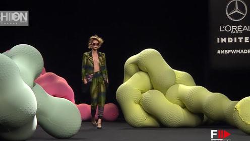 时尚前卫的设计,尽显模特气质不凡,洒脱自然!