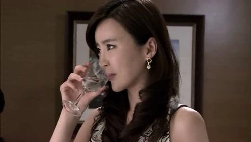 影视:美女为了接单子,拼命喝酒,一杯接一杯