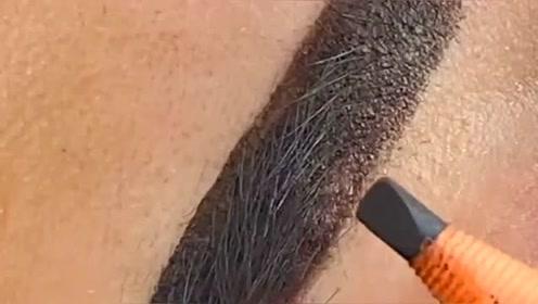和闺蜜去纹眉,竟然纹成这样,我想说是不是纹毁了?