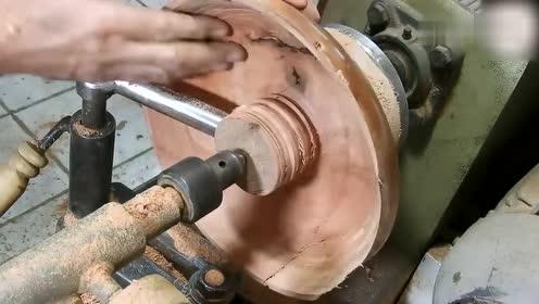 一块大木头,老师傅拿上车床加工3小时,你猜成品会是什么?