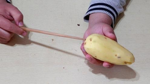把筷子插在土豆上,土豆丝这样弄,简单不伤手