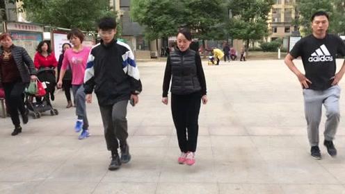 当下最火的懒人散步舞,比跑步简单,坚持3分钟,快速瘦身