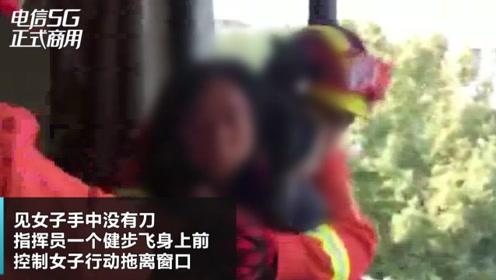 一精神病患者欲跳楼,消防人员一把救下