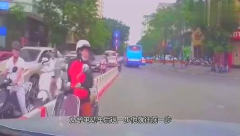 看到逆行的电车,视频车决定教他做人,记录仪拍下全程