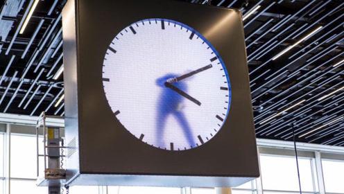 """全球最好玩的机场,时间全靠工人""""实时""""画出来,网友:可以盯着看一整天!"""