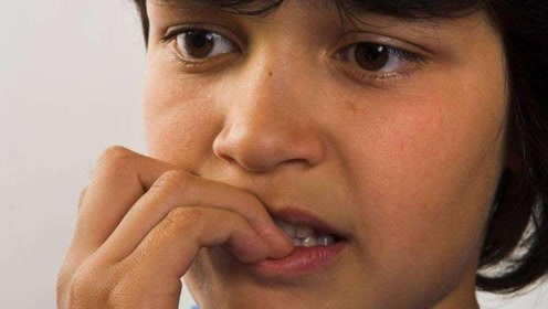 从小爱啃指甲的孩子,长大后有个隐患可能伴随终身
