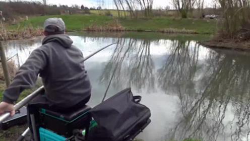 用10米多长的鱼竿钓鱼,每提一次鱼竿看着都累!