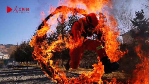 真·穿越火线!80秒超近距离感受森林消防训练现场