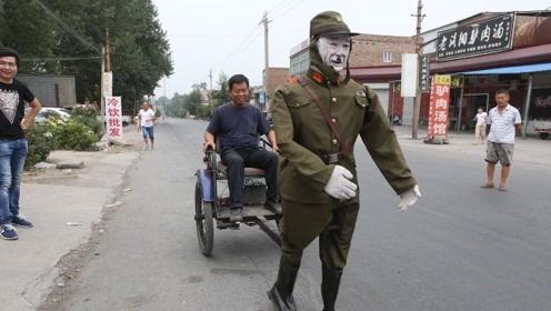 """河南大叔造""""鬼子""""机器人,专帮村民拉车,网友:批量生产!"""