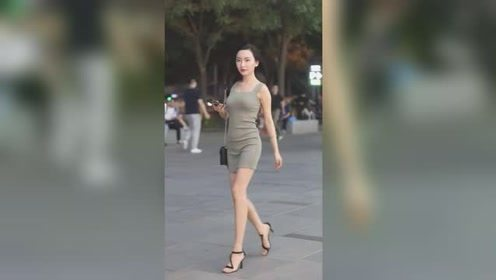 夜晚街头遇到的漂亮小姐姐,走的这么急,是赶着去加班吗?