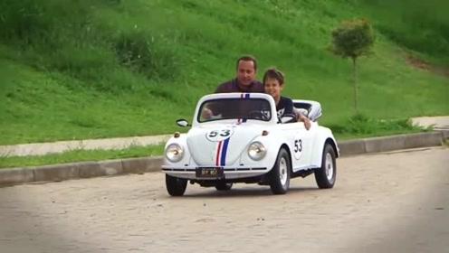 国外富二代刚上初中父亲就给他买了一辆敞篷车代步,真是人比人气死人啊