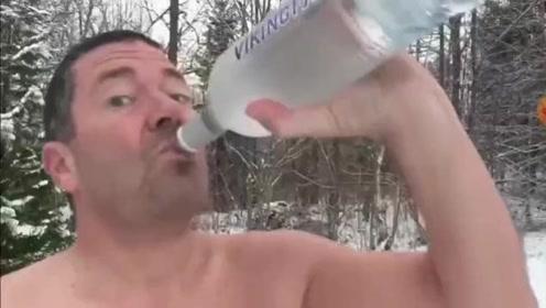 看完这个视频,你就知道伏特加的销量是怎么上去的了。