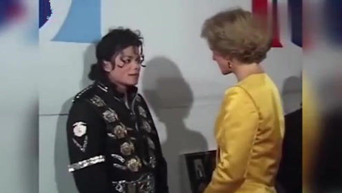 迈克尔杰克逊第一次见戴安娜王妃时,全身紧张得像个孩子!