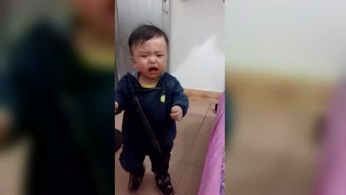 是不是一个人带的宝宝都比较粘?铺个被子的功夫哭的撕心裂肺!