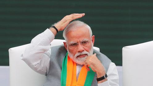 印度总理莫迪不慎摔倒引关注……