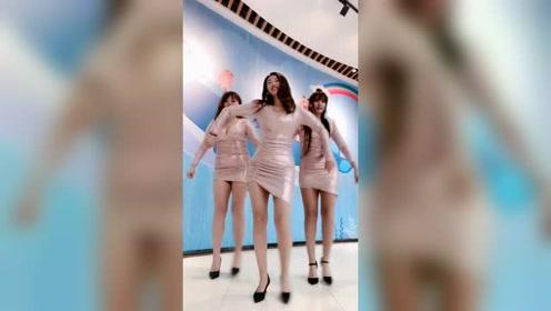 这三姐妹的身材真火辣,我都心动了