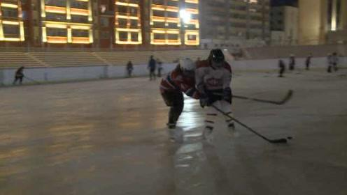 冰刀都学校发!黑河少年免费学冰球,冷到满头霜花也要练