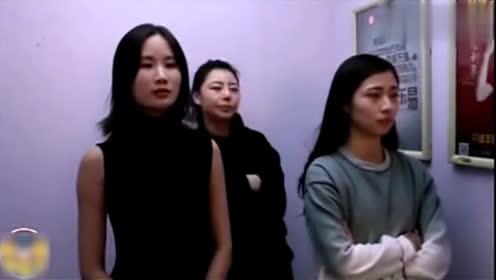 三美女电梯里比赛放屁, 太好搞笑了