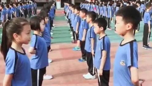 小学生课间操跳华尔兹,感觉当年上了假的小学