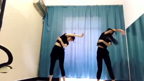 两美女跳古风舞《年轮》舞姿和歌一样美